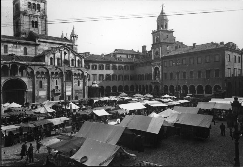 Piazza Grande - Modena, antica, moderna