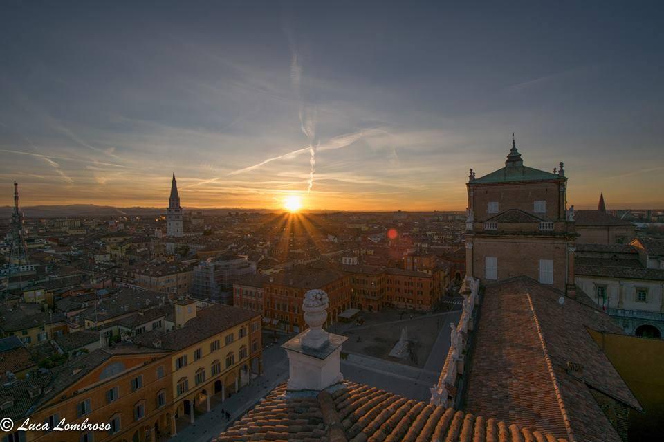 Vista su Modena, antica, moderna