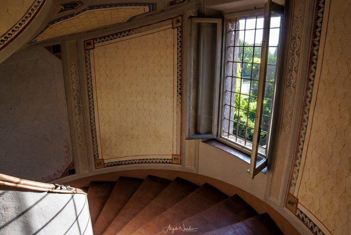 pareti-decorazioni-scala-chiocciola-palazzo-barozzi-vignola